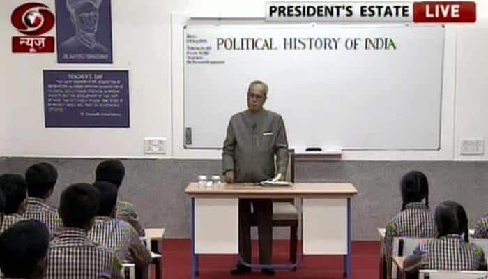 As 'Mukherjee Sir', President Pranab enlightens students on India's political history