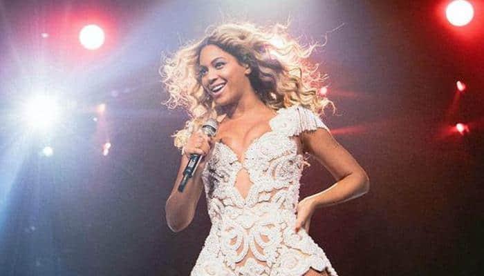 Beyonce poses topless