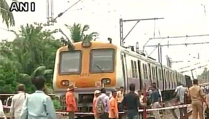 Mumbai local train going to Churchgate derails near Andheri, traffic hit