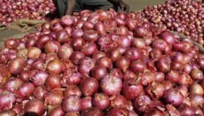 Wholesale onion prices fall below Rs 30/kg at Lasalgaon