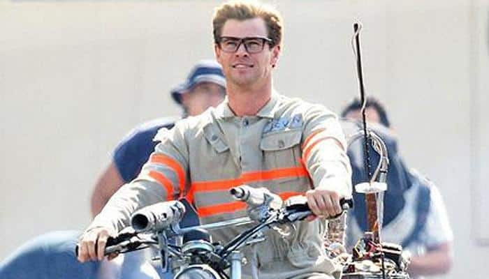 Chris Hemsworth pays off father's debts