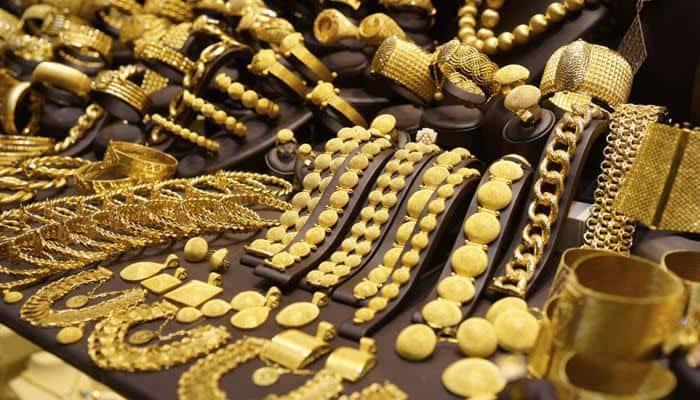 Ardh Kumbh: 'Golden Baba' shines bright, wears gold worth Rs 3 cr!