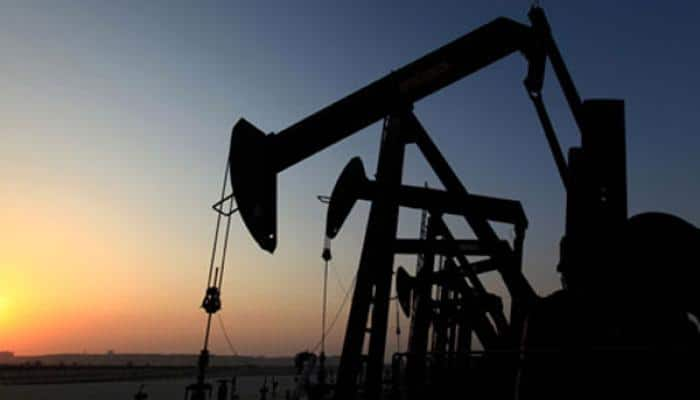 Oil gains 8% but set for biggest Jan fall in 25 years