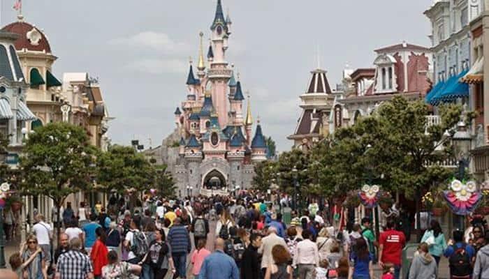 Man arrested with two handguns, Quran at Disneyland Paris