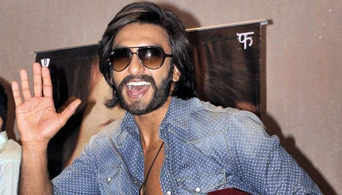 Ranveer Singh makes Farooq Abdullah dance on stage!