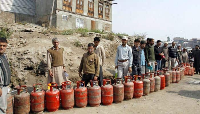 Govt to give 5 crore LPG connections on concessional rate