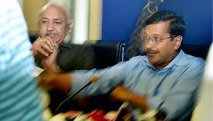 WATCH: Aam Aadmi Sena's Ved Prakash throws shoe at Delhi CM Arvind Kejriwal - FULL VIDEO