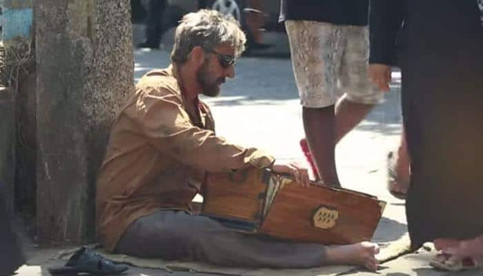 Video alert! Sonu Nigam sings on the streets in disguise of a beggar