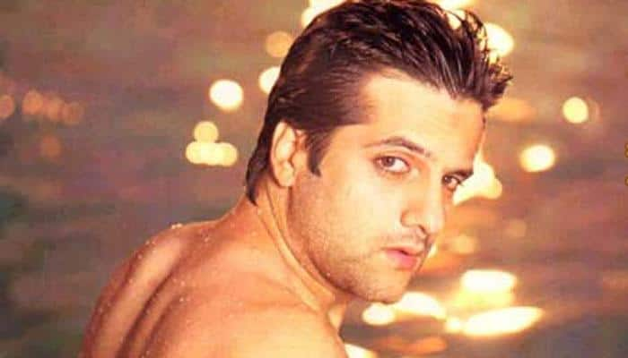 Hey, is that Fardeen Khan? See inside for PIC