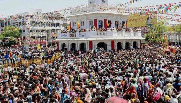 As Kumbh draws to a close, devotees throng Kshipra for 'shahi snan'