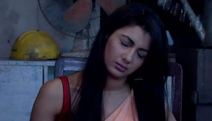 Watch: 'Kumkum Bhagya' Episode 616— Nikhil makes Pragya a hostage!