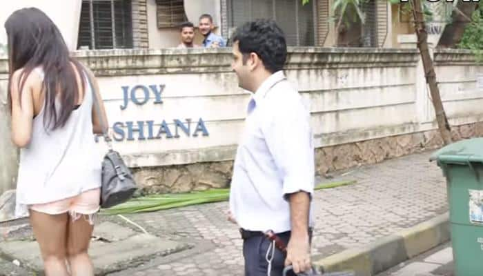 This girl asked unknown boys on Delhi streets to be friends with her - WATCH what happened next