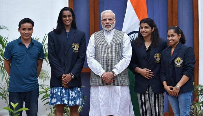 PM Modi hosts Rio medallists PV Sindhu, Sakshi Malik, national sports awardees