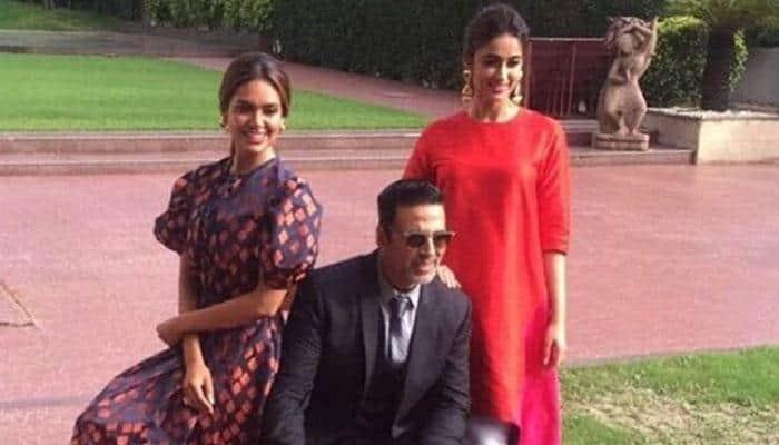Really want to do romantic film with Akshay: Esha Gupta