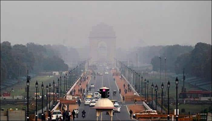 Breathing problems, asthma cases galore as Delhi suffers from worst smog in 17 years - Watch video