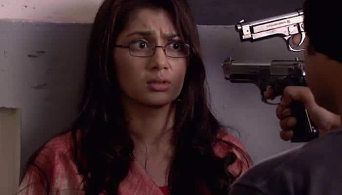 Kumkum Bhagya - Episode 731: Robbers threaten to kill Pragya