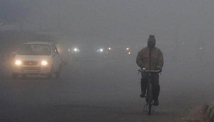 Dense fog, chilly New Year awaits north India