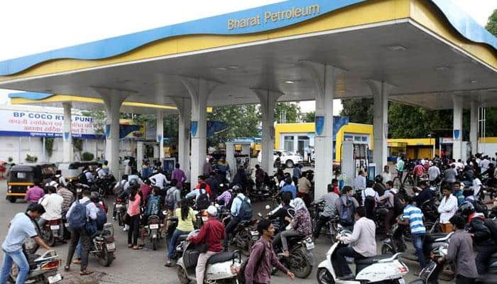 Petrol pumps to not accept credit/debit card payments across India from Monday
