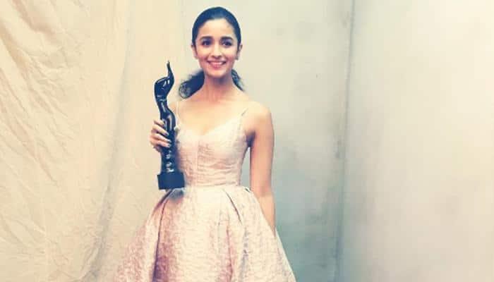 Filmfare awards: Alia Bhatt, Aamir Khan's 'Dangal' steal the show