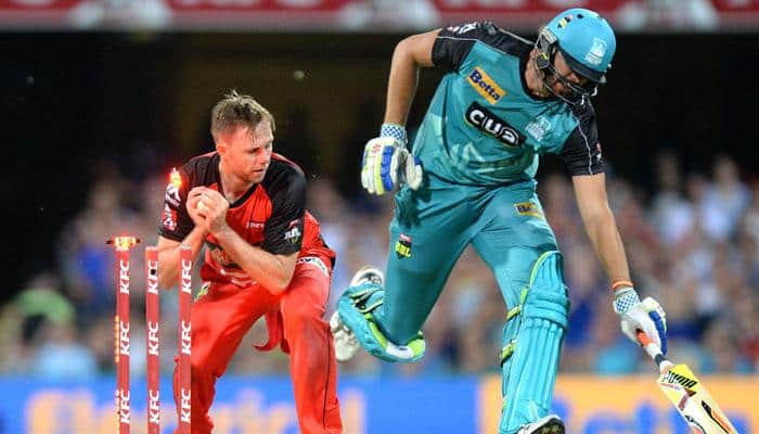Melbourne Renegades beat Brisbane Heat by 1 run in final over including 2 sixes, 3 wickets and 4 wides - Watch