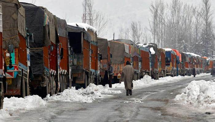 Record snowfall cuts off Kashmir Valley, avalanche warning issued