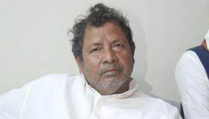 Bihar minister Abdul Jalil Mastan, who asked crowd to beat PM Modi with shoes, issues apology