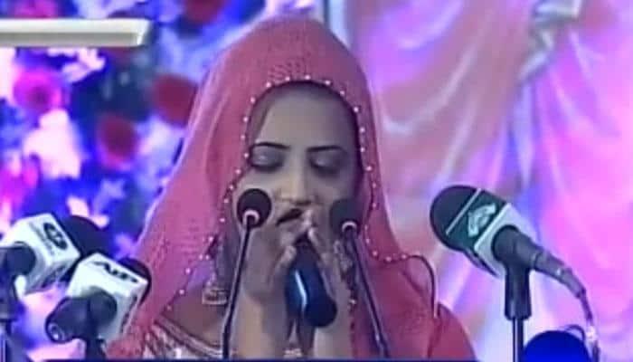 This girl sang Gayatri Mantra before Pakistan PM Nawaz Sharif in Karachi