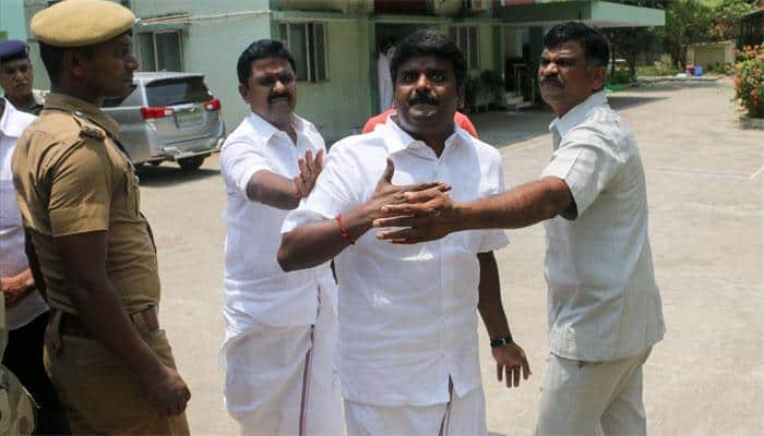 I-T raids on TN Health Minister, others yield Rs 4.5 crore