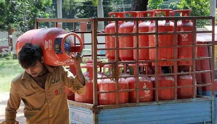 Oil ministry warns against fake websites on free-LPG scheme