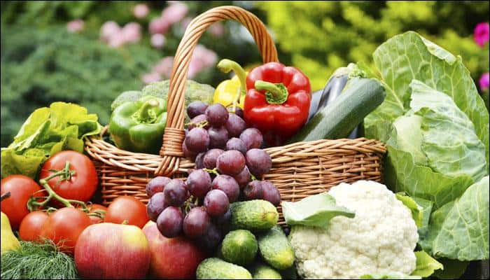 Help yourselves to more servings of fruits and veggies to reduce risk of artery disease!