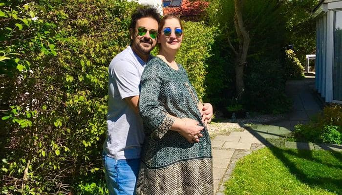 Adnan Sami shares awwdorable father-daughter moment with lil' Medina! - See pic