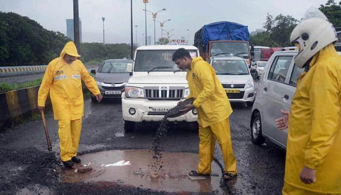 Rains continue to lash Mumbai, Harbour Line services affected