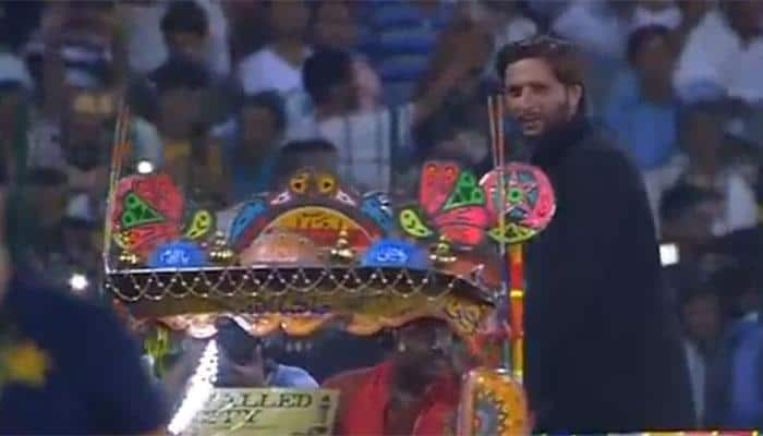 Watch: Shahid Afridi woos Lahore crowd at his farewell reception