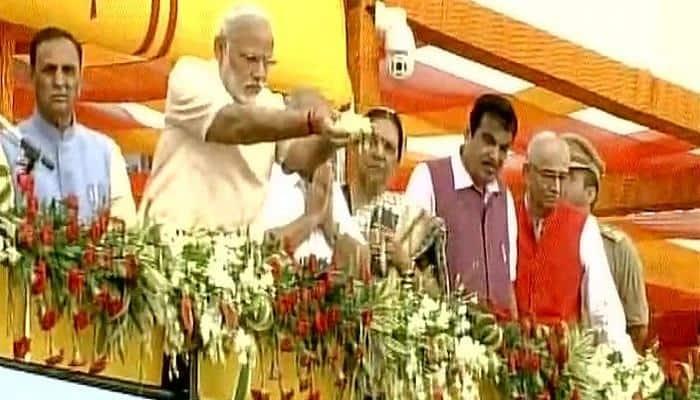 PM Narendra Modi inaugurates world's second-biggest dam 'Sardar Sarovar', dedicates it to nation