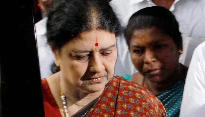 Sasikala visits husband Natarajan at hospital