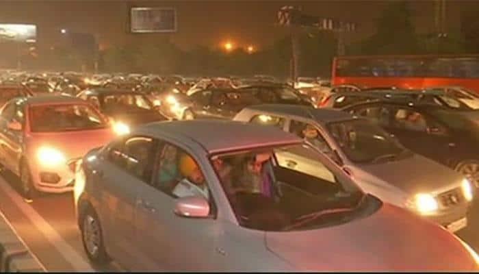 Traffic crawls as Delhi shops on Dhanteras