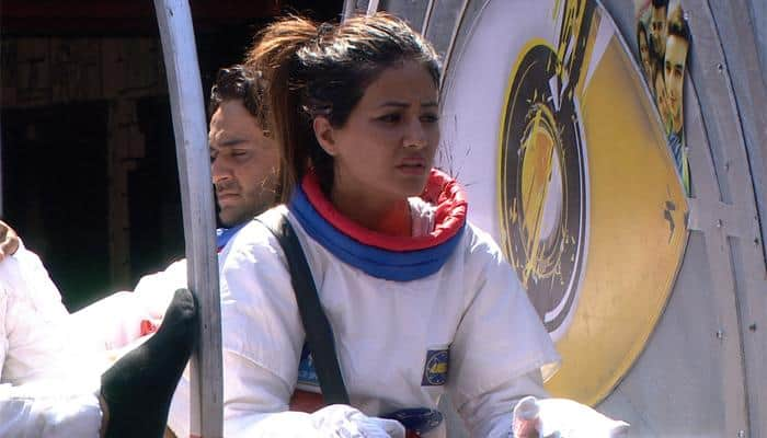 Bigg Boss 11:Here's what Hina Khan's father said about her emotional breakdown during the luxury budget task
