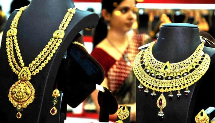 Gold price rises by Rs 100 to Rs 30,550 per ten grams