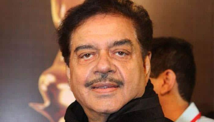 Karni Sena honours Shatrughan Sinha for opposing Padmavati