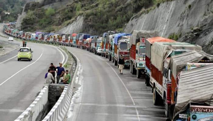 One-way traffic restored on Jammu-Srinagar highway after 3 days