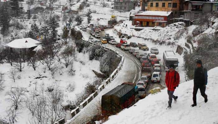 Cold wave conditions continue to grip North India, mercury below freezing point in Kashmir Valley