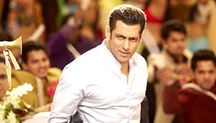 Salman Khan gives a royal ignore to 'death threats', shoots for 'Race 3' song