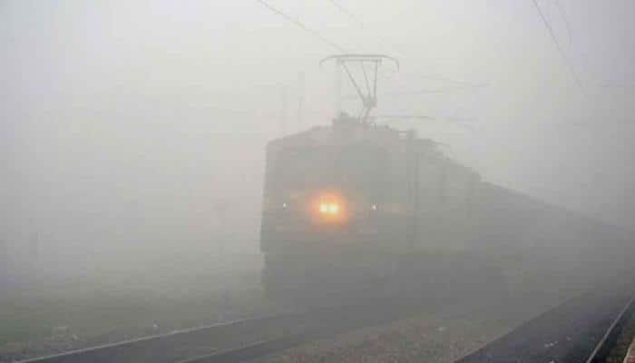 Fog grips Delhi, disrupts train services