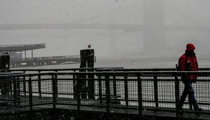 Snowstorm batters US Northeast, hundreds of flights cancelled