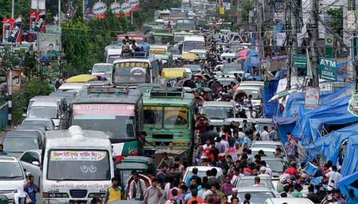 Traffic jam delays cricket match in Dhaka, players take rickshaw to stadium