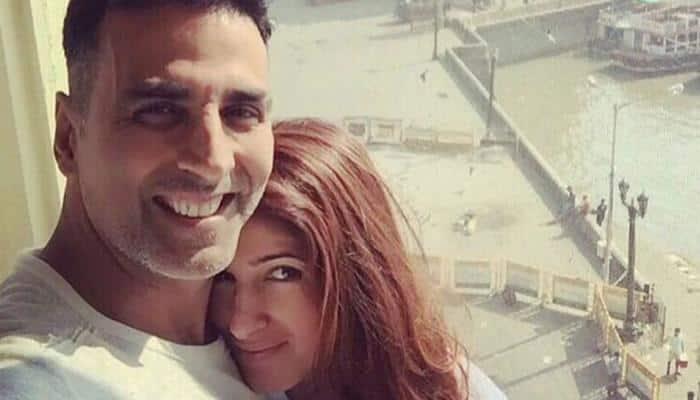 After wife Twinkle Khanna's tweet, Akshay Kumar sets up toilet on Juhu beach