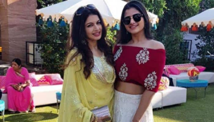 Bhagyashree poses with gorgeous daughter Avantika at a party—Photos