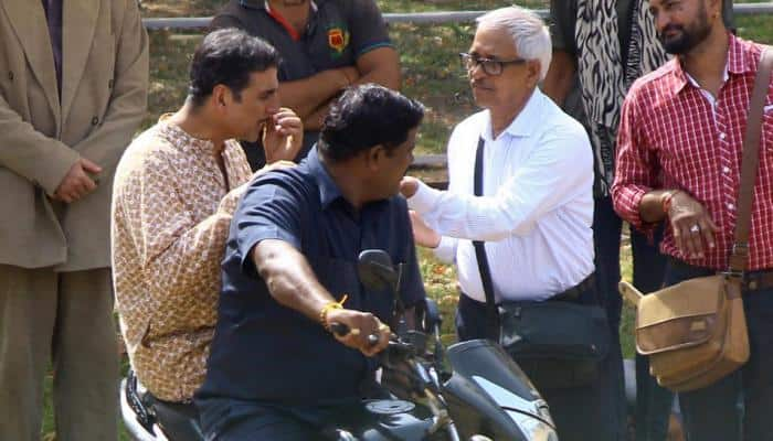 Akshay Kumar spotted in traditional Bengali attire on sets of Gold — See photos