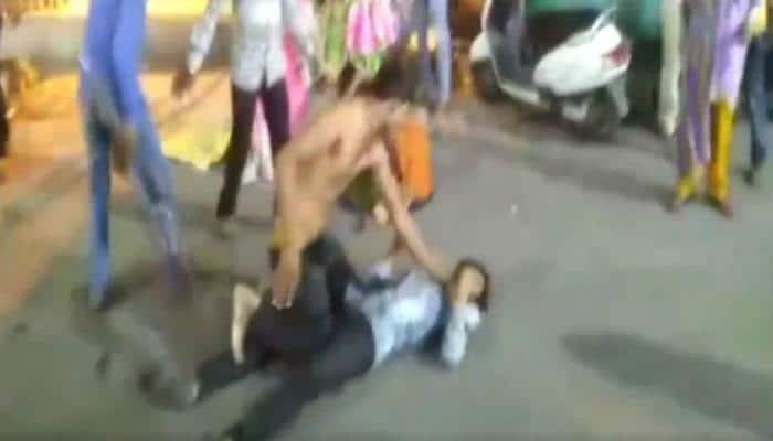 Shocking video: Flower vendors assault each other mercilessly in Ujjain