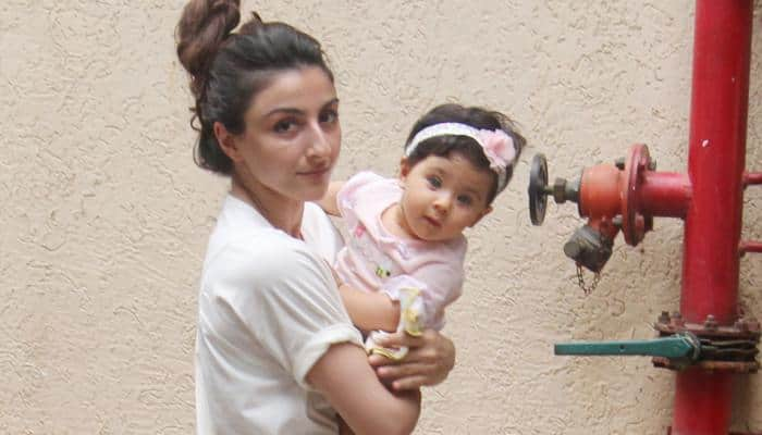 Soha Ali Khan shares an adorable pic of Inaaya with daddy Kunal and we bet you will keep looking at it!